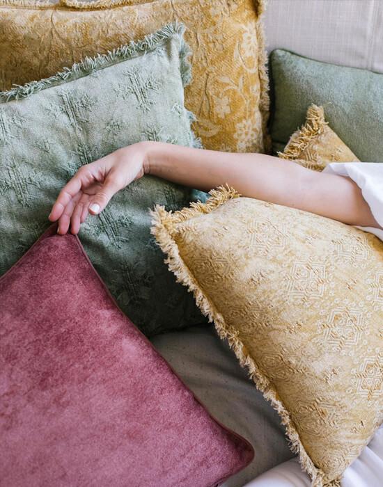 Textiles cálidos y frescos para dar estilo y comodidad a tu hogar